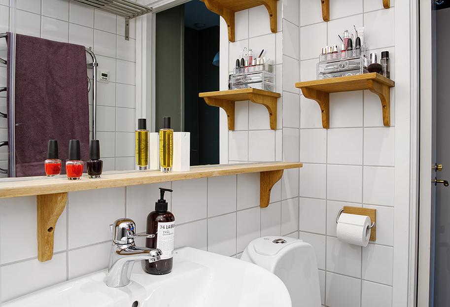 Полка для ванной из дерева