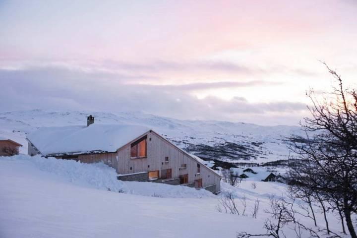 деревянный-дом-на-склоне-в-норвегии-Moldegaard-Cabin